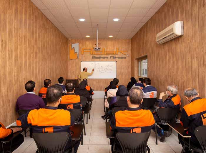 کلاس آموزش برق و تابلو برق