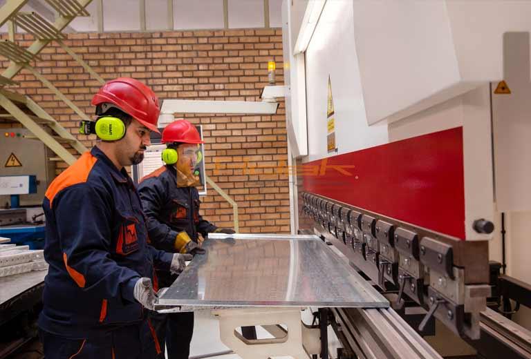 ساخت تابلو برق توسط آداک